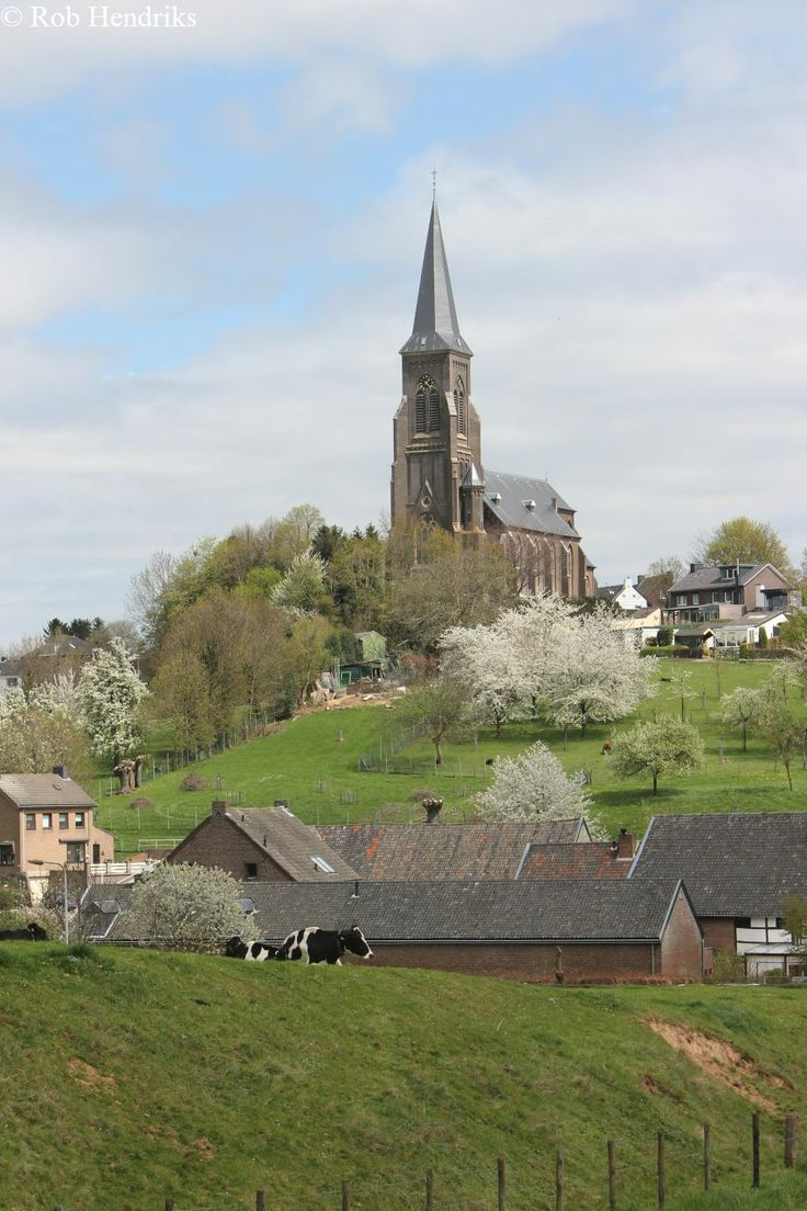 My holiday address next week is Vijlen, Zuid-Limburg, in the south of the Netherlands, the only place in our country where there are some beautiful hills.