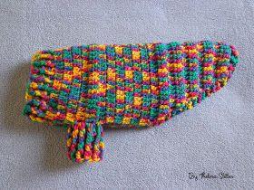 Olá! Esta roupinha de lã em crochê fiz para a Shitzu Kyra, seguindo um vídeo da professora Simone Crochês. Usei o fio Folia da Círculo que...