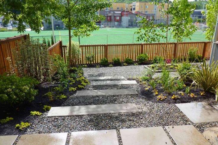 aménager-jardin-terrasse-cailloux-parterre-arbres-dalles aménager son jardin
