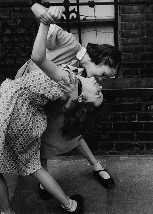 Girls play together in London's East End, 1954