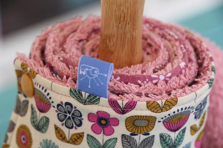 Essuie-tout lavable dans les tons prune, crème et rose de la boutique Lebigornopiquant sur Etsy