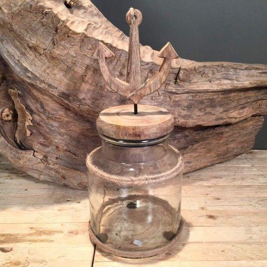 Γυάλα διακοσμημένη με σχοινί και ξύλινο καπάκι με άγκυρα. Κατάλληλο για να διακοσμήσετε την τραπεζαρία, τον μπουφέ ή το τραπεζάκι σαλονιού.Το NEDAshop.gr υποστηρίζεται από το κατάστημα μας όπου μπορείτε να δείτε όλα τα αντικείμενα από κοντά.Το κατάστημα μας βρίσκετε: Λεωφόρος Θηβών 503 Αιγάλεω http://nedashop.gr/Spiti-Diakosmhsh/gyales/gyala-sxoini-ksylino-kapaki-agkyra