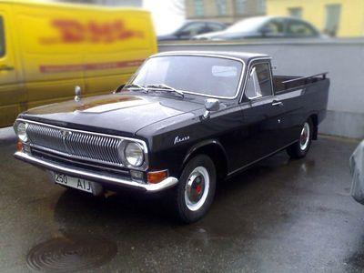 Пикап на базе ГАЗ-24. Подобные пикапы производились не серийно на базе отслуживших свое или поврежденных кузовов как самим ГАЗом, так и многочисленными авторемонтными предприятиями.