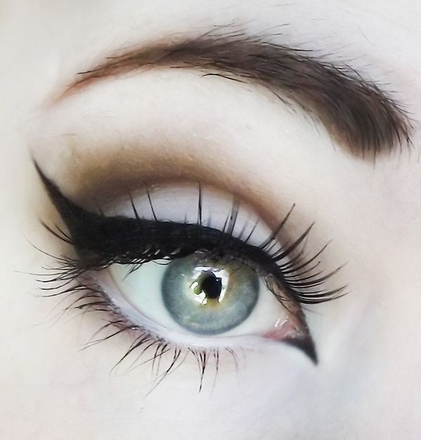The way my eyeliner is supposed to look when I do it....it doesn't always work out... Looks diff every time