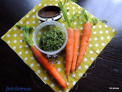 Moje Małe Czarowanie: Pesto z liści marchewki i pietruszki