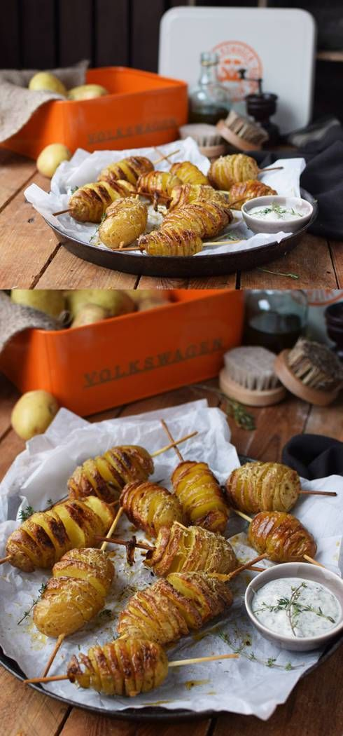 A great snack to eat around a campfire or as a side dish for your next barbecue: Hasselback potatoes on a stick. Check out even more great road trip recipes on the Volkswagen Pinterest Board. https://www.pinterest.de/volkswagen/food-bloggers-for-volkswagen/