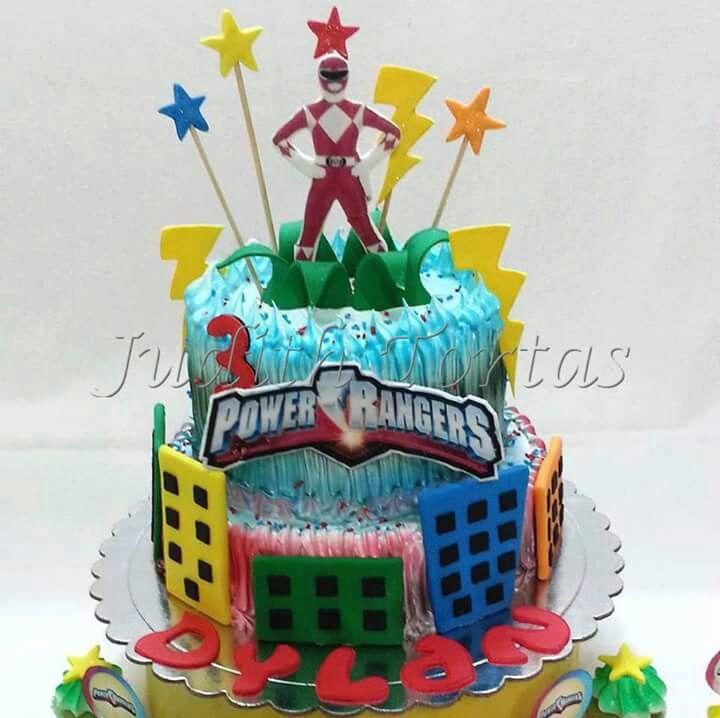 "Torta decorada con merengue ""Power Rengers"""