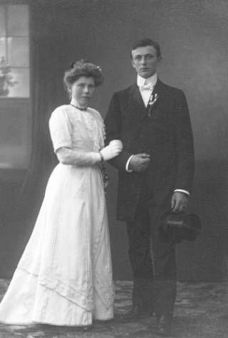 Bruidspaar Johannes Eenshuistra en Trijntje Kingma, 22 april 1911.
