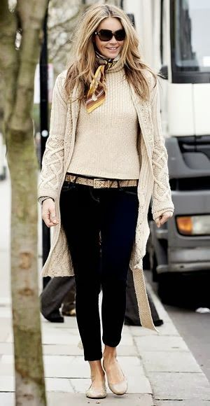 Oversize White Sweater and cardigan ,Black cropped pants and flats, perfect casual look!  Women's street style winter fashion