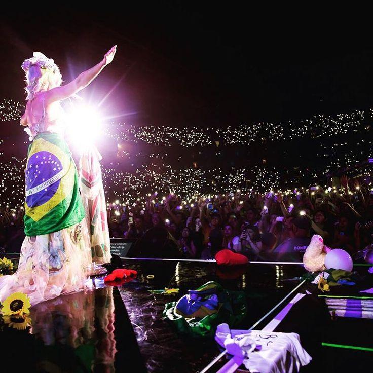 Mãe está em casa - Katy Perry no Brasil (via omundodejess.com)