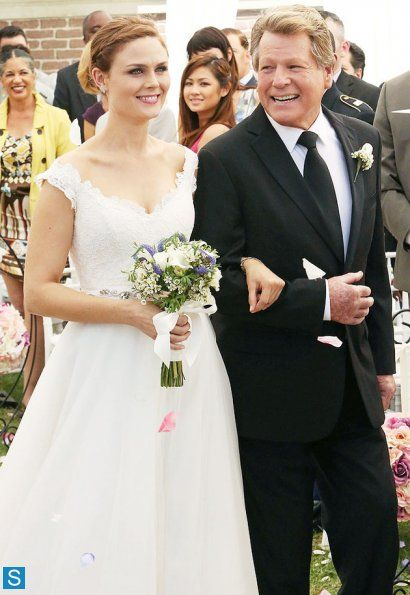 'The Women In White' Brennan & Dad walking down the isle/Emily and Ryan look really happy! ep 9.06