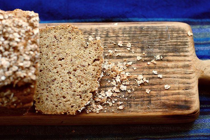 Chleb z mąki orzechowej i ryżowej. Chleb bezglutenowy.