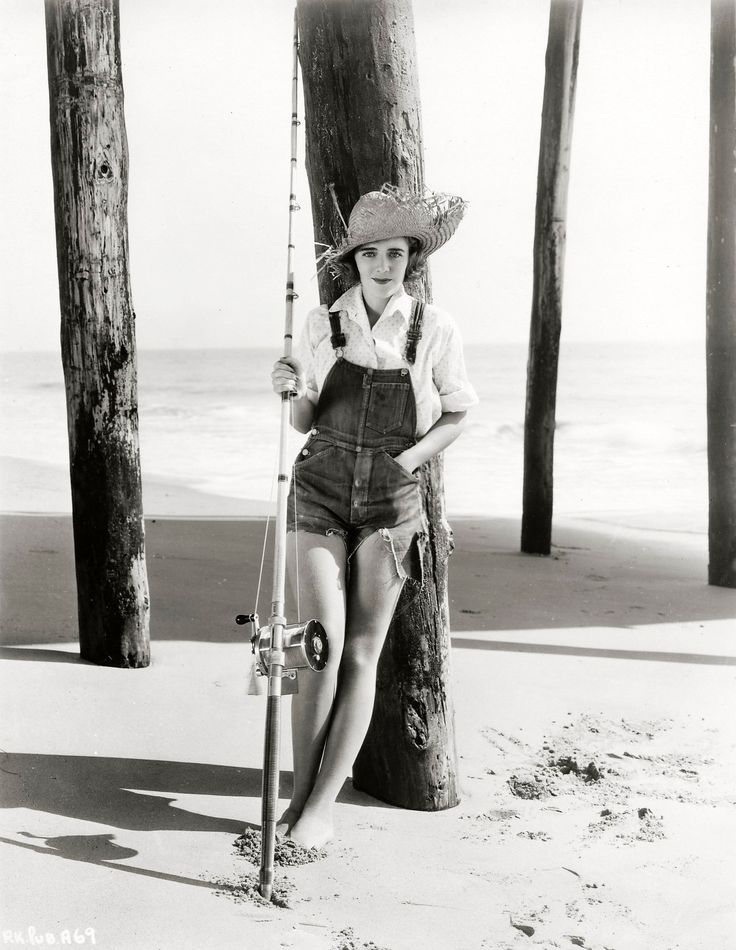 Canadian born actress Ruby Keeler looking seriously cute in a pair of cut-off denim overalls. 1934.