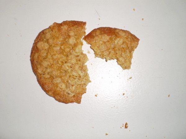 """Det er ikke nogen hemmelighed, at jeg er vild med småkager og andre sprøde sager. Jeg har derfor bagt """"Verdens bedste havregrynskager"""". De er enkle og nemme at bage - og smager fantastisk. Opskrift..."""