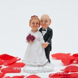 Фигурки на свадебный торт для украшения главного сладкого угощения, прикольные статуэтки жениха и невесты из мастики на торт | Где купить фигурки для торта на свадьбу?