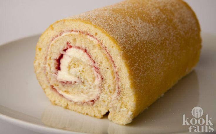 Een heerlijke cakerol met room en jam! De Zwitserse cakerol is in de negentiende eeuw uitgevonden in Midden-Europa en niet in Zwitserland zoals de naam doet vermoeden. De luchtige cake met een lekkere aardbeienjam laag was vroeger bij ons een graag geziene gast en blij waren we ook toen we zagen da