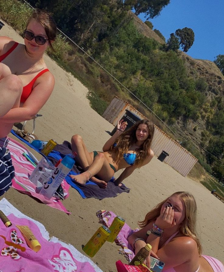 Pin by Catechil on me and the girls in 2020   Beach girls