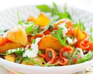 Salade de pommes de terre, saumon cuit, câpres, moutarde et citron : http://www.fourchette-et-bikini.fr/recettes/recettes-minceur/salade-de-pommes-de-terre-saumon-cuit-capres-moutarde-et-citron.html