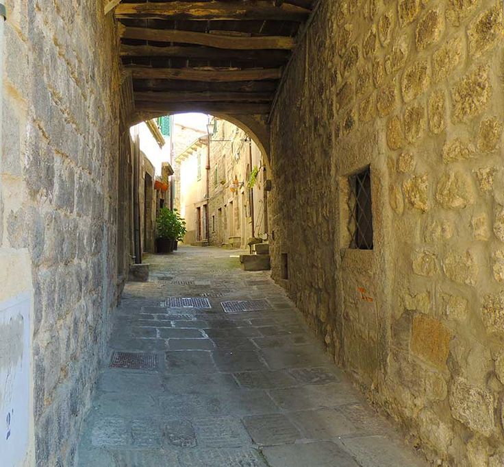 Santa Fiora, Tuscany - Typical residential street. #santafiora, #tuscany