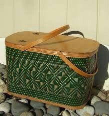American hawkeye wicker Picnic basket