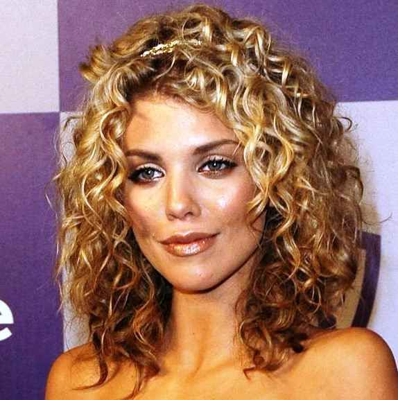 Women S Hairstyles For Short Curly Hair Annalynne Mccord My Head Pinterest