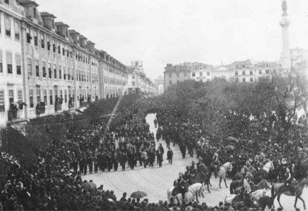 Lisboa - Rossio (Praça Dom Pedro IV) - 1908 (manifestação republicana)