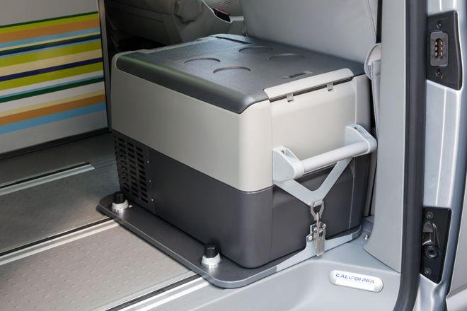 """Fest verankert während der Fahrt: Die Kühlboxhalterung für die Kühlboxen """"FR-35"""", """"CF-35"""" und """"CF-40"""""""
