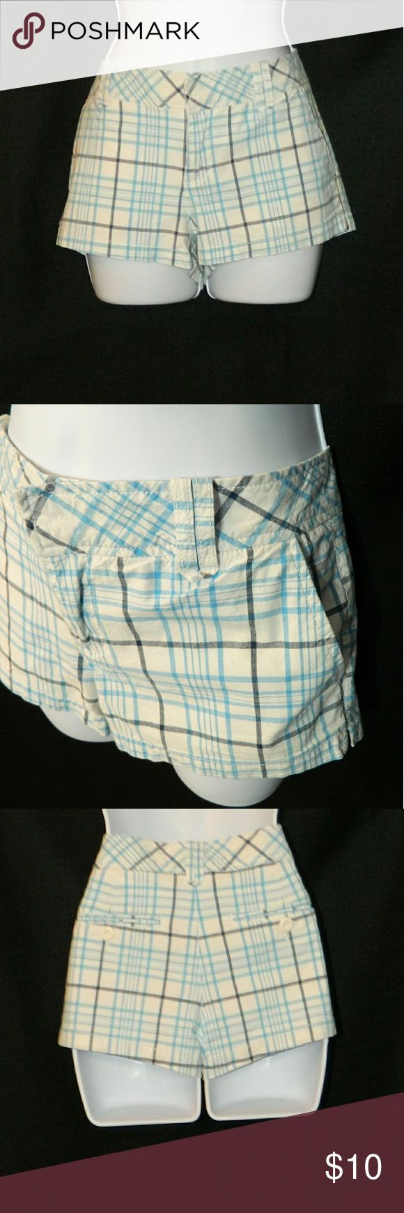 AEROPOSTALE White & blue plaid shorts Perfect for the beach, just grab your bikini top & flip flops! Light blue & navy blue plaid. Very slight stretch. Cotton & spandex. 4 pockets. 2 hook and zipper closure. Size Juniors 7/8. In very good comdition.           Approximate Measurements: Total length waist to hem  = 9 in; Inseam = 2 in; Half waist = 16 1/2 in. Aeropostale Shorts