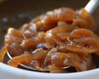 Sirop à l'oignon de grand-mère contre toux grasse : http://www.fourchette-et-bikini.fr/recettes/recettes-minceur/sirop-a-loignon-de-grand-mere-contre-toux-grasse.html