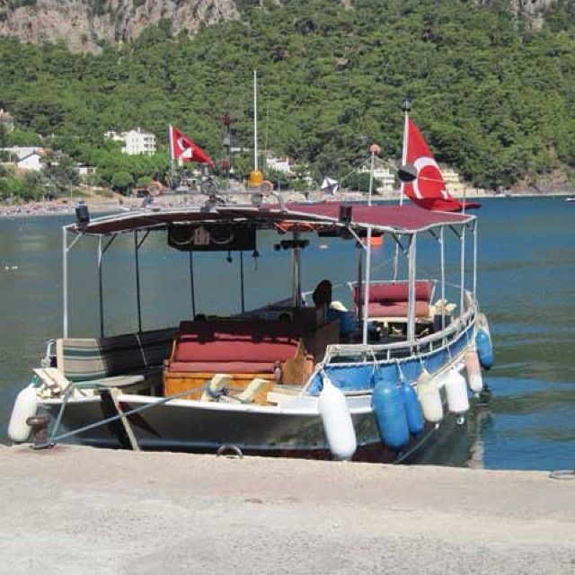 En alternativ og hyggelig måde at komme fra Marmaris til Icmeler og Turunc er med taxabåd, og så får man en utrolig flot udsigt med på turen. Du kan læse mere om Marmaris her: www.apollorejser.dk/rejser/europa/tyrkiet/marmaris