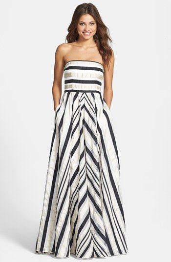 Vestido tomara que caia sem marcação na cintura - http://vestidododia.com.br/modelos-de-vestido/vestidos-tomara-que-caia/vestidos-tomara-que-caia/