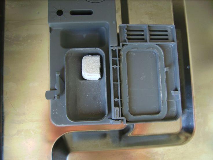 Sparetips - brug en ½ tabs: Spar på de dyre tabs til opvaskemaskinen ved at knække dem over og nøjes med at bruge en halv af gangen. En halv tablet er rigeligt til at få en hel maskine ren.Helle(Viborg)