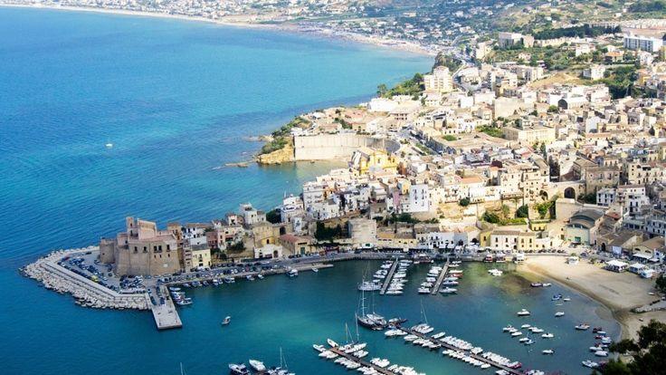 www.tourdelgolfo.com porto di castellammare veduta
