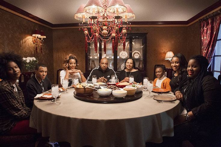 The Simmons family with Aunt Michelle, and cousin Ameera, as seen on Cooking Channel's Rev Run's Sunday Suppers, Season 1.