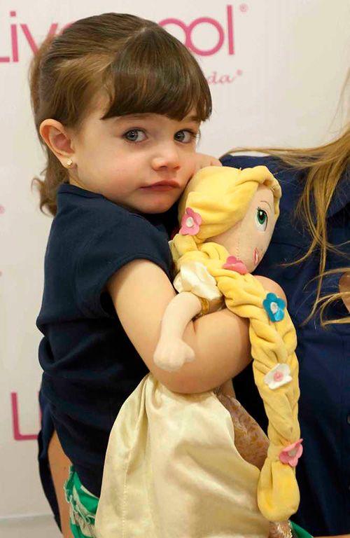 Bárbara, la hija de Maggie Hegyi, una princesa hermosa, coqueta y juguetona