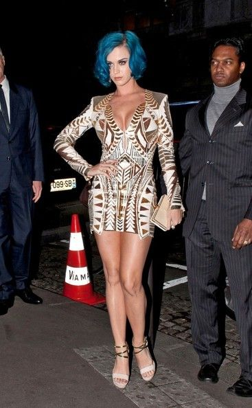 "Katy Perry Photos Photos - After a busy day attending fashion shows in Paris, singer Katy Perry makes a costume change into evening wear as she goes to dinner at ""La Maison du Caviar"" restaurant. - Katy Perry Goes to Dinner"