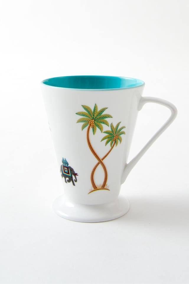 Palmiye ağaçları ve geleneksel fil motifleriyle bezeli Fine Bone China kupa, sahil kıyılarının büyüsünü evlerinize taşıyor!