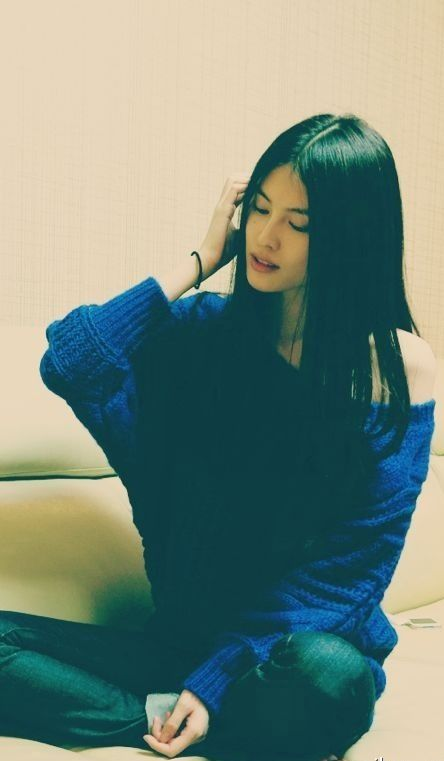 Sui He ♥ blue midnight sweater