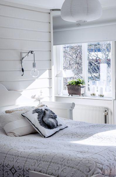 sovrum,fönster,kökssoffa,säng,sängstomme