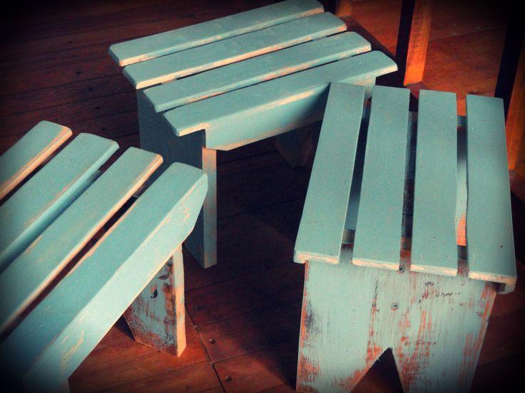 Banquitos de madera reciclada estilo vintage art pp - Bancos estilo vintage ...