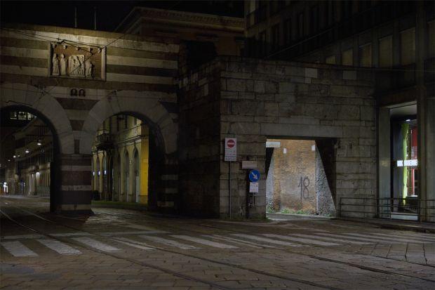 Milano, la notte.   Invisibile