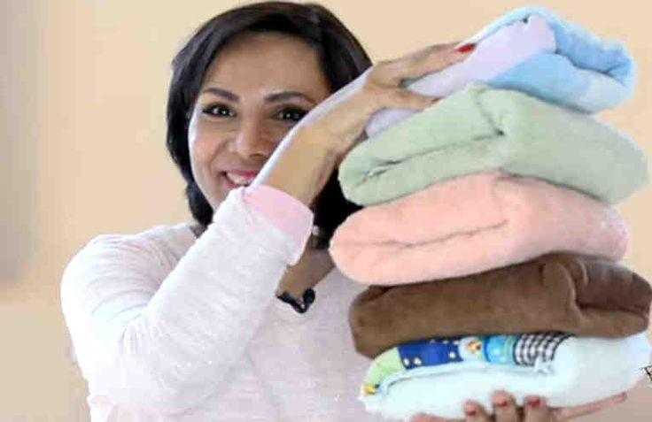 Tener las toallas perfectamente dobladas te ayudará a mantener la sensación de orden y limpieza en tu hogar. Tener las toallas (o cualquier otra prenda de vestir o de casa) a la vista, supone un esfuerzo adicional. Para que luzcan bien y no parezca que están puestas de cualquier manera, s