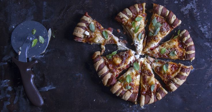 Sausage Twist Crust Pizza recipe by the chef Akis Petretzikis.Bake an amazing & delicious pizza that everyone will love.With frankfurters and mozzarella cheese.