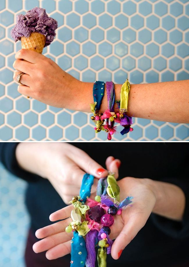 DIY: colorful bracelets from fabric scraps