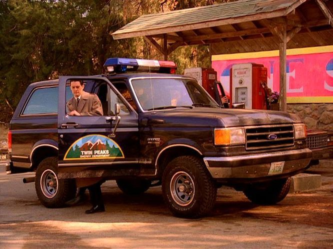 Twin Peaks FORD 1987 BRONCO #Cars #AgentDaleCooper #TwinPeaks #DavidLynch #ProductPlacement
