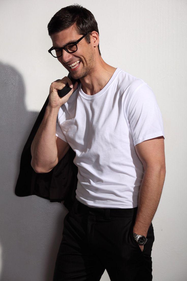 Travis Vulich by Robert Beczarski (2011) #TravisVulich #RobertBeczarski #malemodel #model #FordModels #FordModels_Chi #smile #specs #glasses