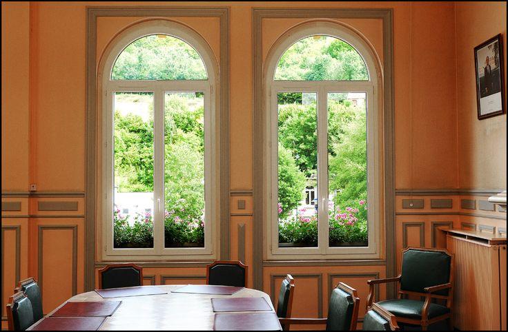 Pose de nouvelles fenêtres isolantes et de volets roulants solaires à la Mairie de Malaunay   MCP Menuiserie Rouen et Pavilly