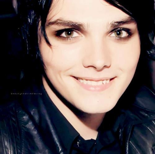 How is he so pretty? This right here, ladies and gentleman, is an extraordinarily pretty man.