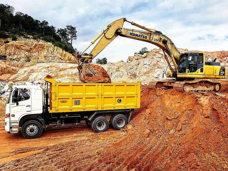 #jackconstruction #bigboytoys #heavymachinery #heavyequipment #contractorsofinsta #instawork #work  #contractor #lorry #truck #trucks #tipper #hino #6x4 #FM2PN1D #p11c  #komatsu #excavator #pc300  #transport #construction #earthmoving #earthworks #civilengineering #project #earth  #trucker #trucking  #kuantan #datorashid