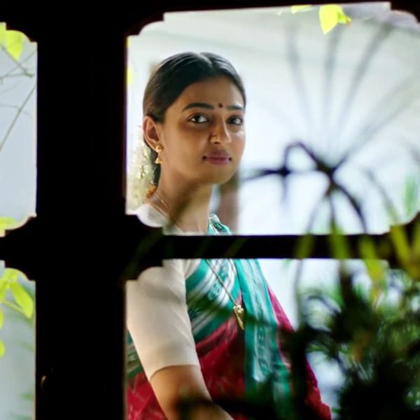 Radhika Apte's look in the teaser of Tamil movie 'Kabali'